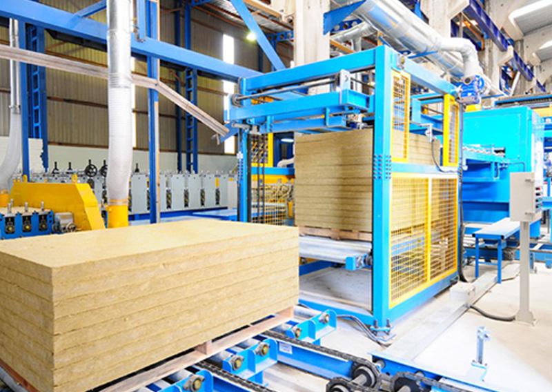 Vefa Group, üretime başlayan Neopan panel hattı ile duvarları artık tam otomatik olarak daha ekonomik ve hızlı üretmeye başladı.